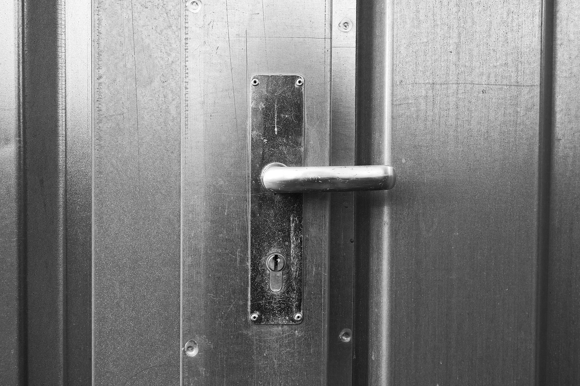Installation de porte d'entrée : À quel moment faut-elle la changer ?